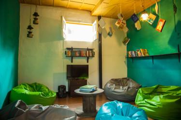 salento-colombia-ciudad-de-segorbe-hostels-salento-living-room