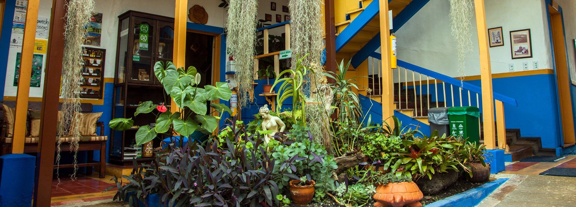 salento-colombia-ciudad-de-segorbe-hostels-salento-dining-room2-banner