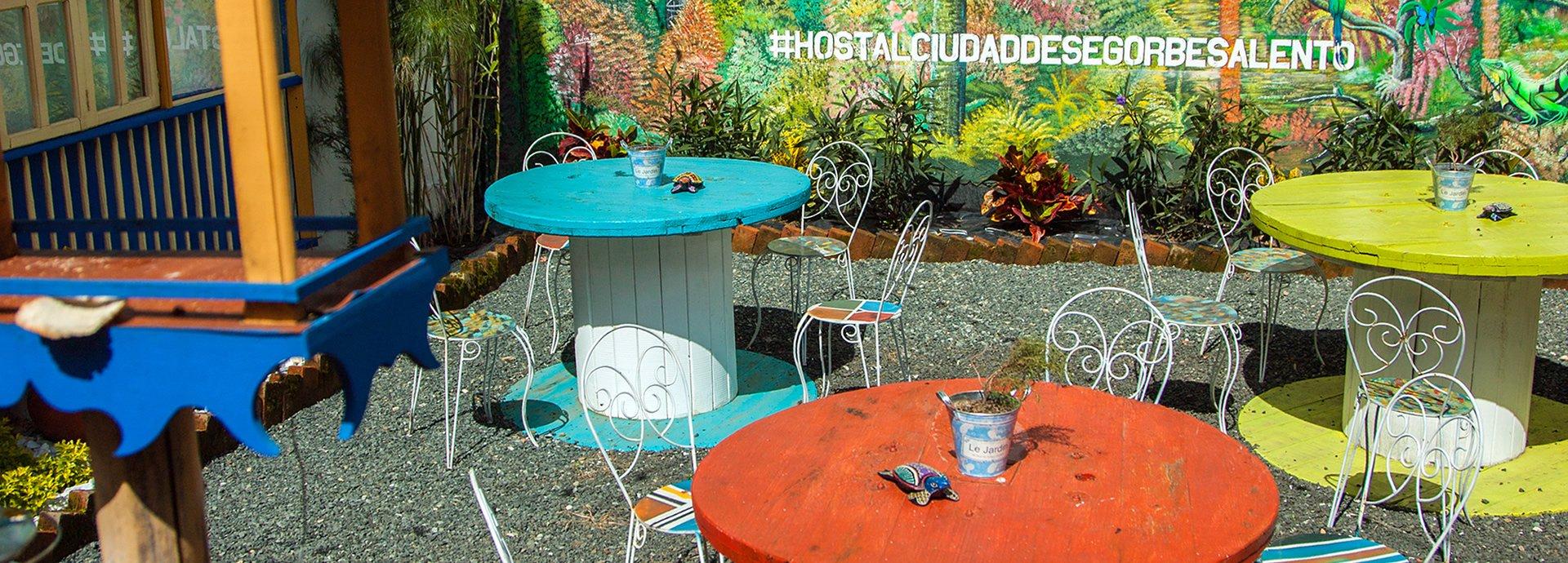 salento-colombia-ciudad-de-segorbe-hostels-salento-dining-room3-banner