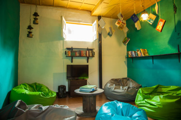 salento-colombia-ciudad-de-segorbe-hostels-salento-living-room